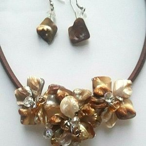 Pearl Shell Crystal Flower Necklace & Earrings